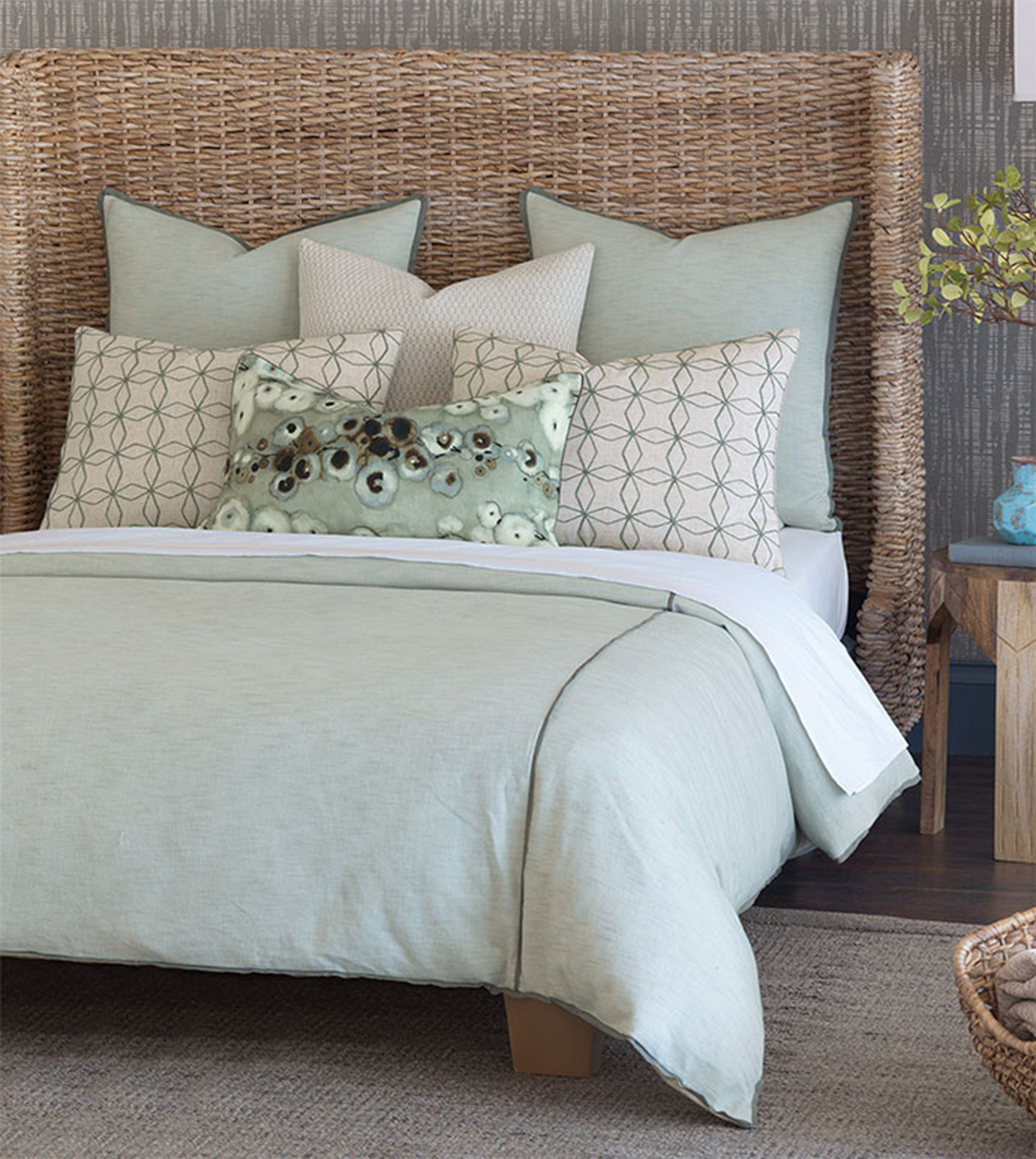 Eastern-Accents-Laurel-Bedding