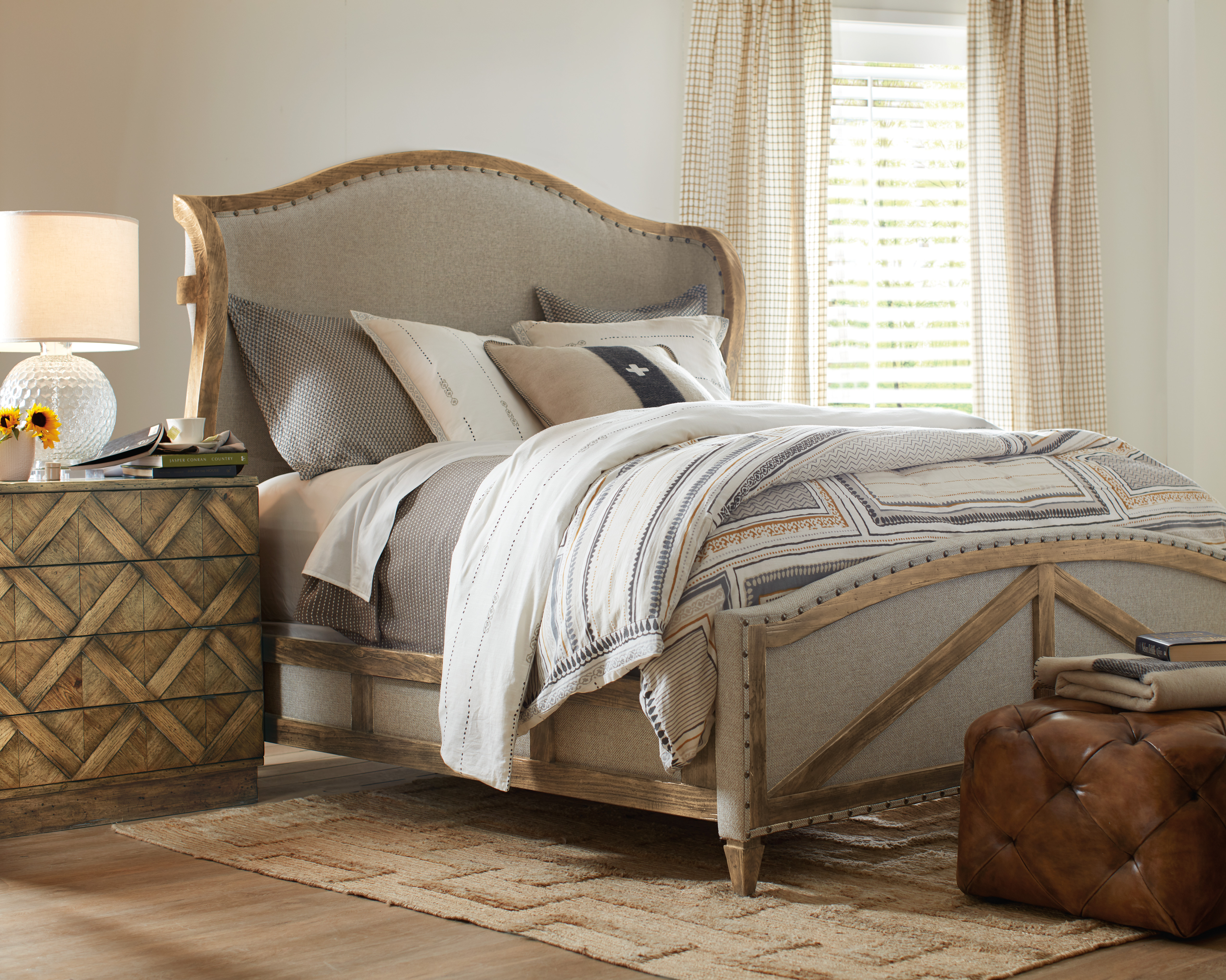 Hooker-Furniture-American-Life-Roslyn-County-Collection-bed