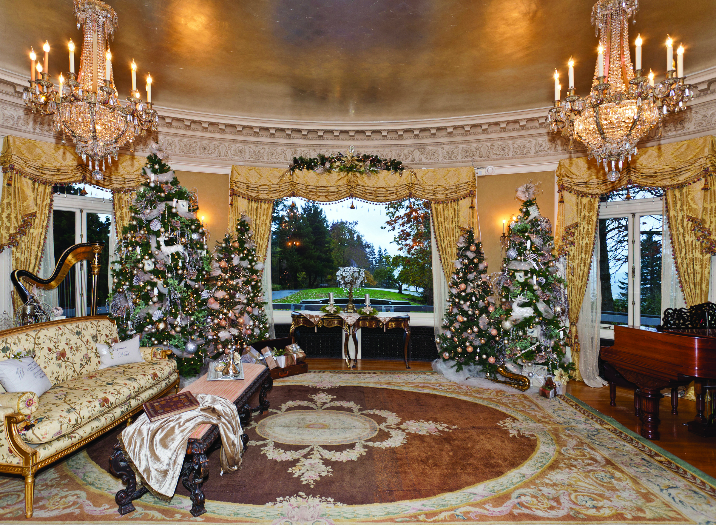 Pittock Mansion music room holiday decor