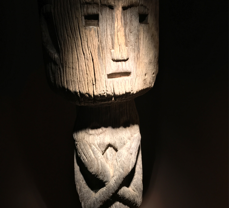 Human sculpture with arms crossed made of wood